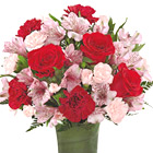 FTD� Love In Bloom Bouquet Deluxe