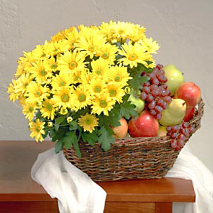 Deluxe Fruit Basket with Blooming Plant