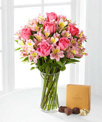 - Dreamland Bouquet with Vase and Chocolates